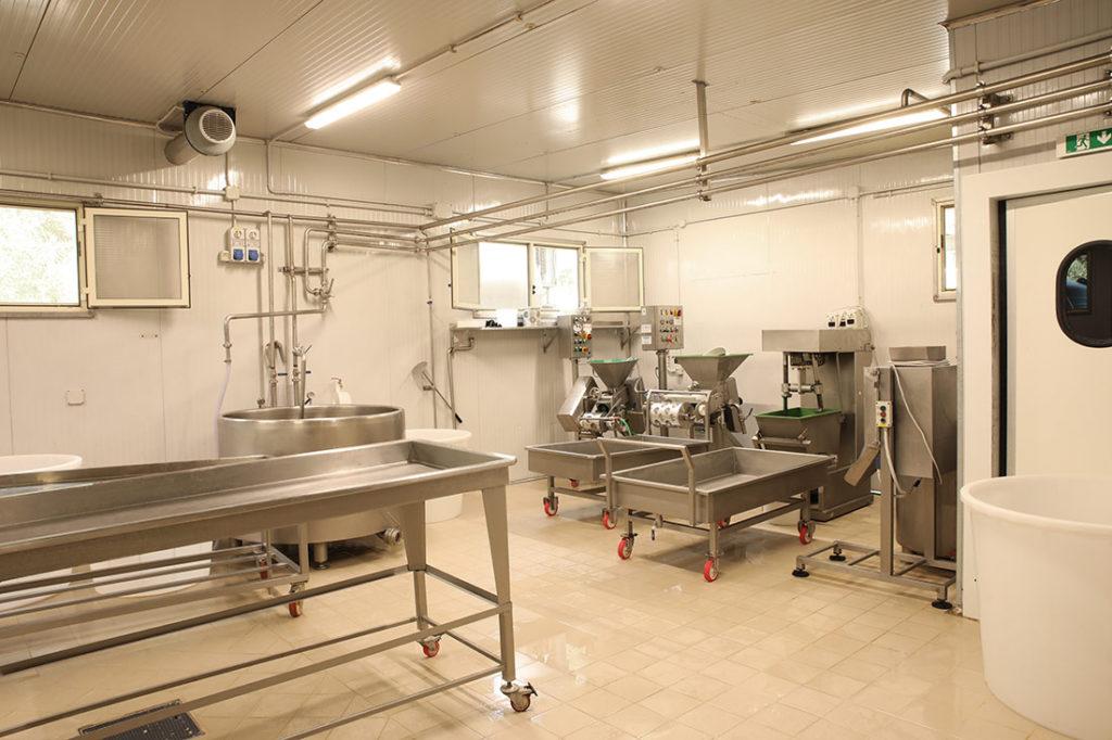 CHIUSA DELLA CORTE - Produzione di formaggi abruzzesi di alta qualità ed di olio extravergine d'oliva di Agricoltura Biologica